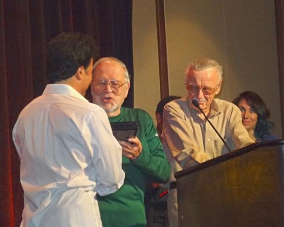 John Romita Sr. presents John Romita Jr. with the Hero Initiative's Lifetime Achievement Award at the Harveys.