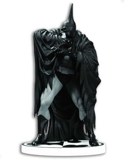 Batman Black & White Statue: Batman by Kelley Jones  (V2)