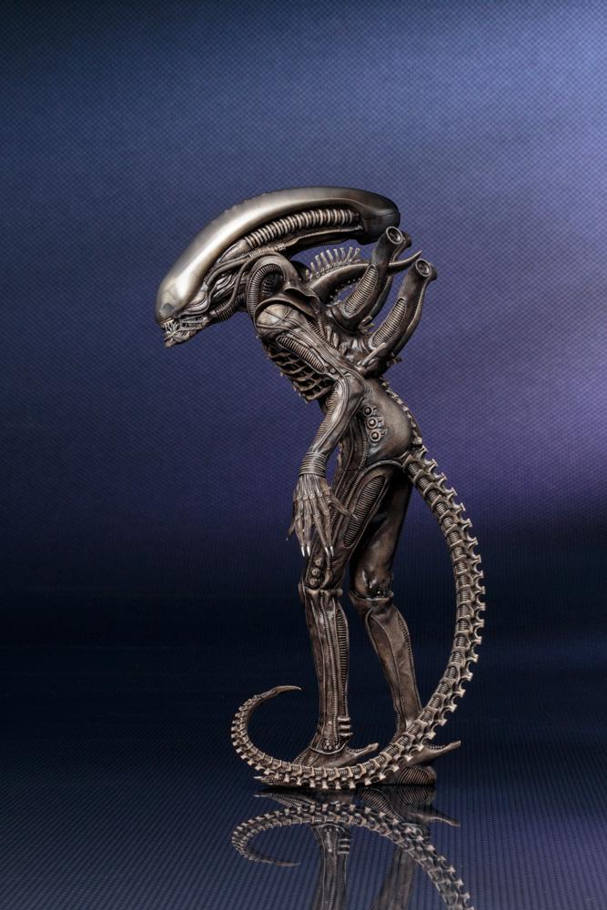 Alien Xenomorph Big Chap ArtFX+ 1/10 Scale Pre-Painted Model Kit  - Koto Inc.