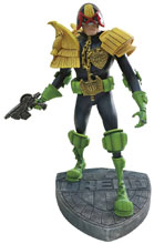 Image: Judge Dredd Artist Edition Vinyl Statue: Mike McMahon  - Dark Horse Comics