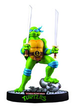 Image: Teenage Mutant Ninja Turtles Statue: Leonardo on Defeated Mouser  -