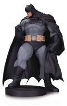 Image: DC Designer Series Mini-Statue: Batman by Andy Kubert  - DC Comics