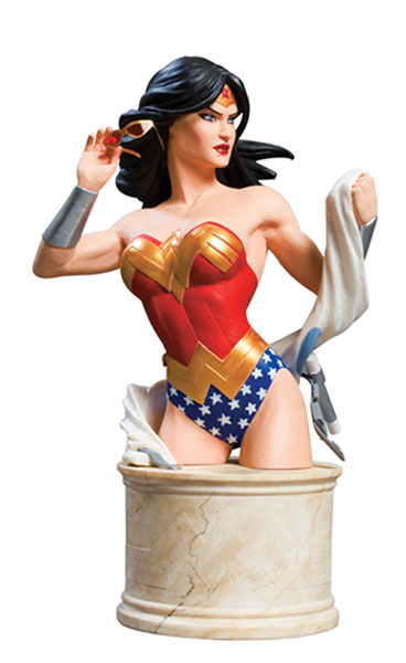 Image: Women of the DC Universe Series 2: Wonder Woman Bust  -
