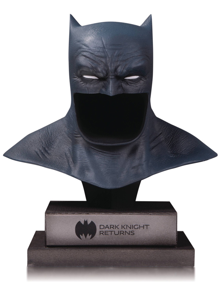 Image: DC Gallery Batman Cowl: Dark Knight Returns  - DC Comics