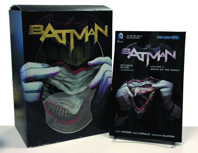 Image: Batman Death of the Family Book & Mask Set  - DC Comics
