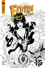 Image: Elvira: Mistress of the Dark #9 (incentive cover - Royle B&W) (20-copy) - Dynamite