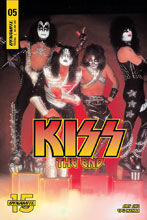 Image: Kiss End #5 (cover D - Photo) - Dynamite