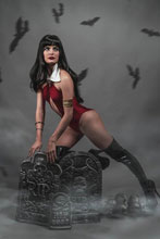 Image: Vengeance of Vampirella Vol. 02 #8 (incentive 1:20 cover - Cosplay virgin) - Dynamite
